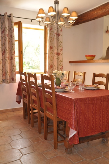 Vacation rental at Moulin de la Roque, Noves, Provence, living of villa Bergerie