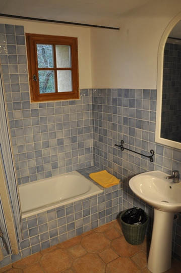 Moulin de la Roque, bathroom in La Bergerie