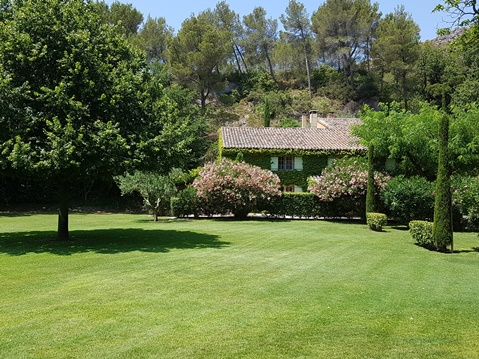 Villa holiday rental La Bergerie, your Provencal home, close to Saint-Remy-de-Provence : view from the southern park at Moulin de la Roque, Noves, Provence