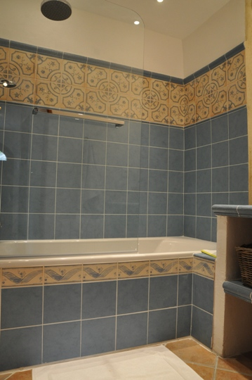 Moulin de la Roque, Noves, Provence-villa Tuilerie, bathroom